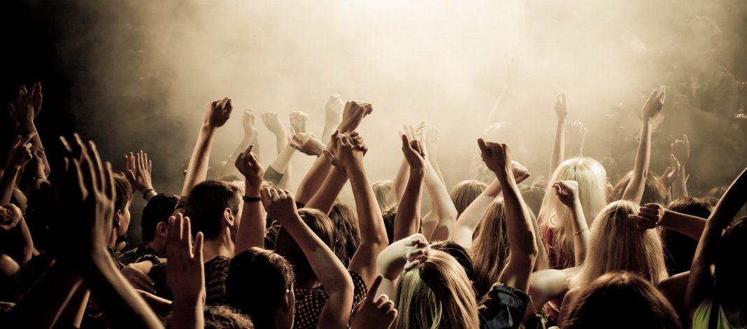 Konser Modası İpuçları: Bir Sonraki Şovunuzda Ne Giyebilirsiniz 6