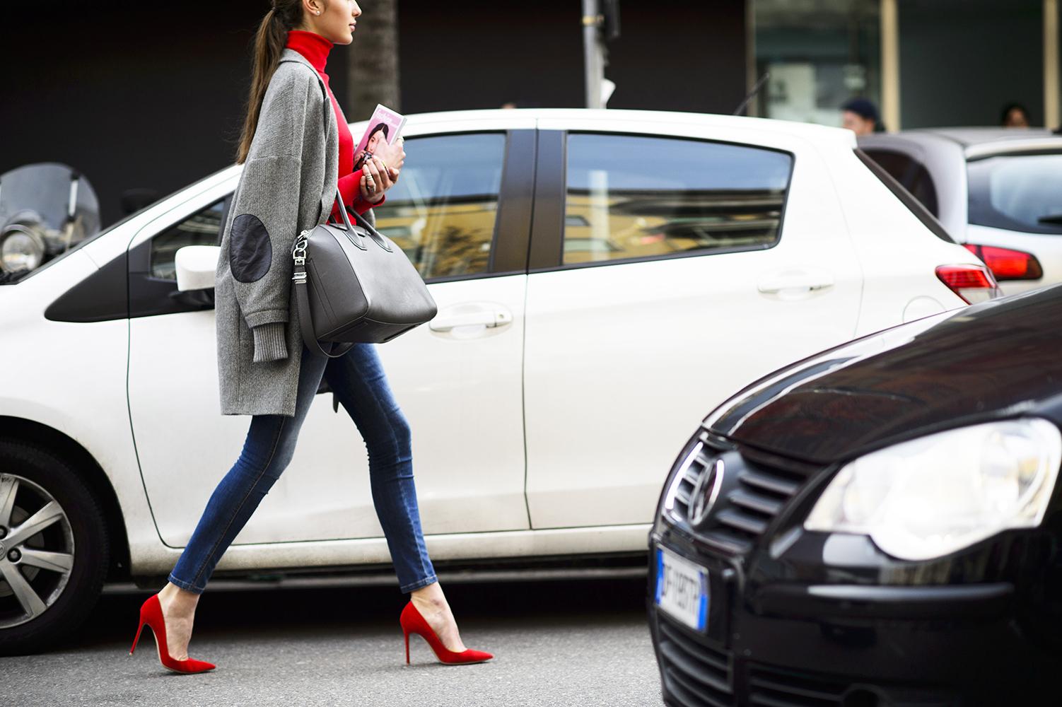 street-style-jeans-and-pumps - Yüksek Bel Kotlar Tül Etekler Replum Elbise Normcore Tarzı Mode Kıyafetler Midi Etekler kreasyonlar Jogger Pantolonlar Demode Kıyafetler Dar Kotlar Beyaz Tulumlar
