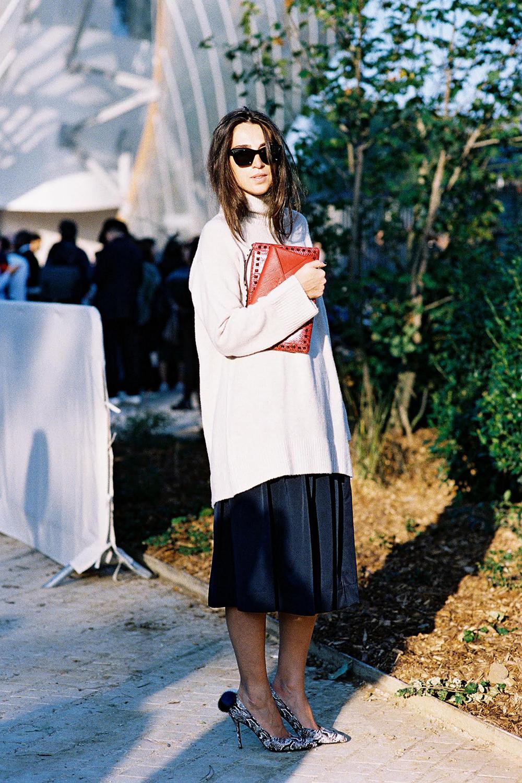 sweater-and-skirt - Yüksek Bel Kotlar Tül Etekler Replum Elbise Normcore Tarzı Mode Kıyafetler Midi Etekler kreasyonlar Jogger Pantolonlar Demode Kıyafetler Dar Kotlar Beyaz Tulumlar
