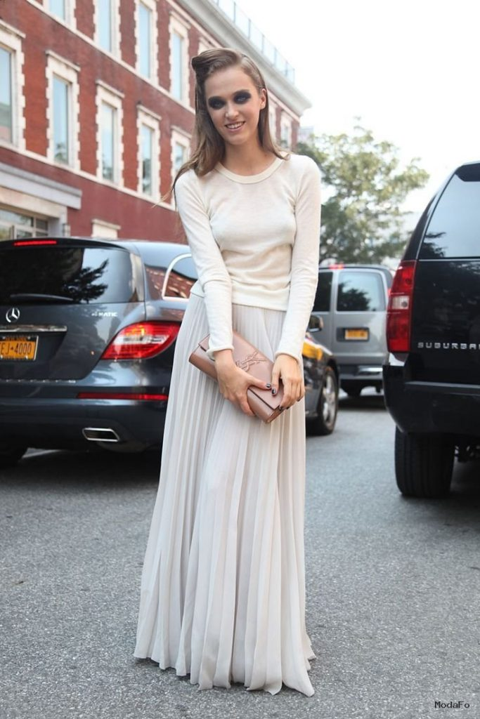 Go monocromatic with all white maxi skirt and top | How to Wear …