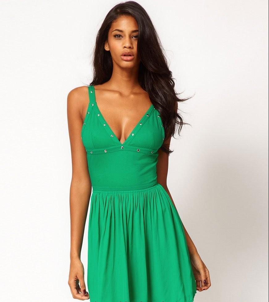 Yeşil Düğün Kıyafeti Modelleri yeşil-metalli-v-yaka pile etekli ... - İdeal giysiler Fazlalıkları Gizlemek Büyük kalçalı kadınlar için giyim Basenler nasıl saklanır Basen Gizleme Basen Bölümü