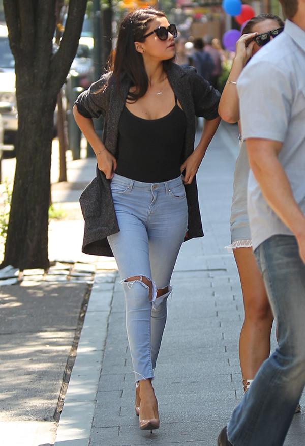 Yırtık Jean Pantolon Modelleri İle Spor Şıklık - Selena gomez