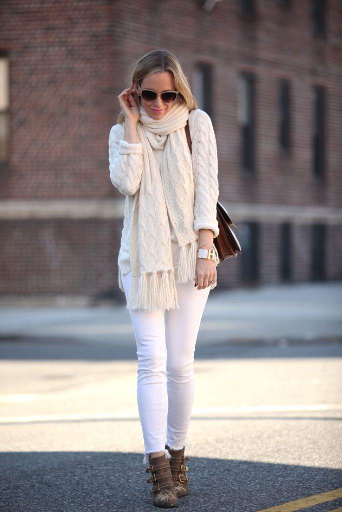 kiis-sokak-modasi-beyaz-kazak-kombinleri
