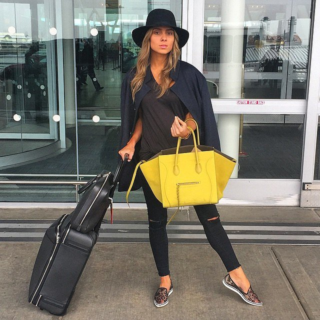 25 Mükemmel Tatil Kıyafetleri (bayanlar için) all-black-outfit-works-anywhere-anytime