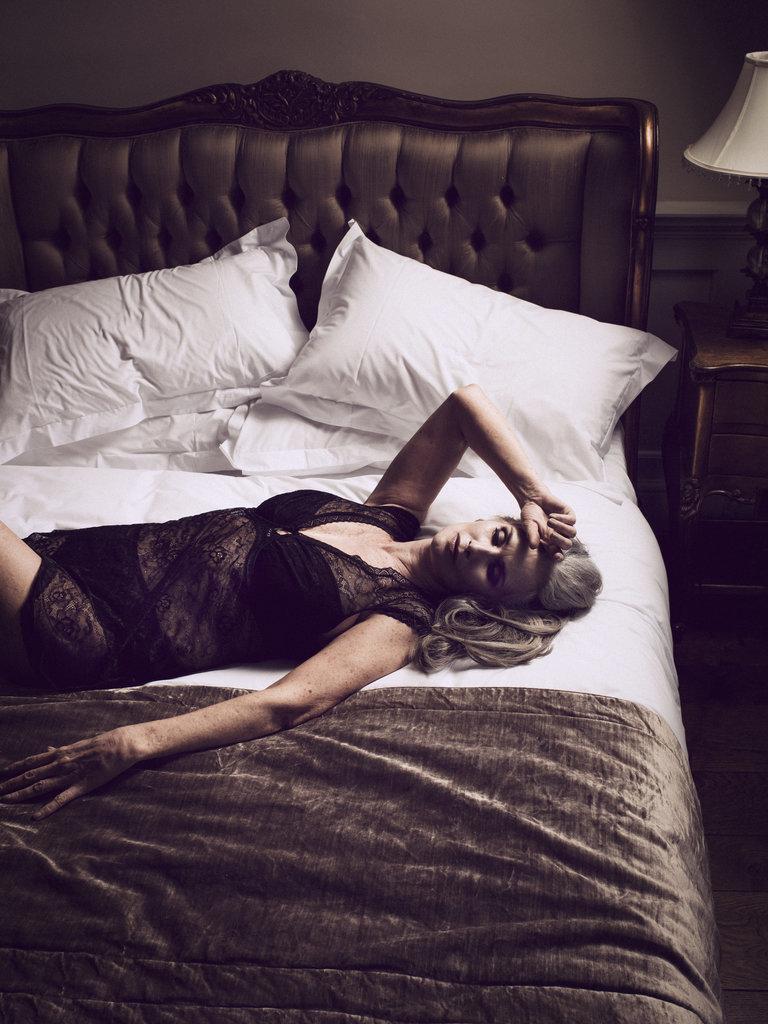 Nicola-Griffin-Wearing-Lingerie-Slink-Magazine-2016 - yaşlı model yaşlı manken olgun manken nicola griffin iç çamaşırı nicola griffin iç çamaşırı modeli 56 years old supermodel 56 yaşındaki model 56 yaşında manken
