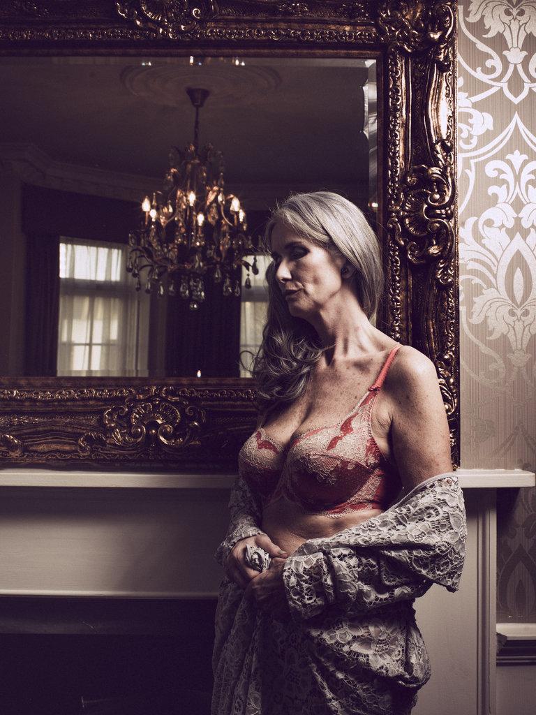 Nicola-Griffin-sutyen - yaşlı model yaşlı manken olgun manken nicola griffin iç çamaşırı nicola griffin iç çamaşırı modeli 56 years old supermodel 56 yaşındaki model 56 yaşında manken