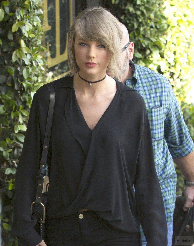Taylor Swift Wearing a Choker Necklace April 2016 | POPSUGAR Fashion