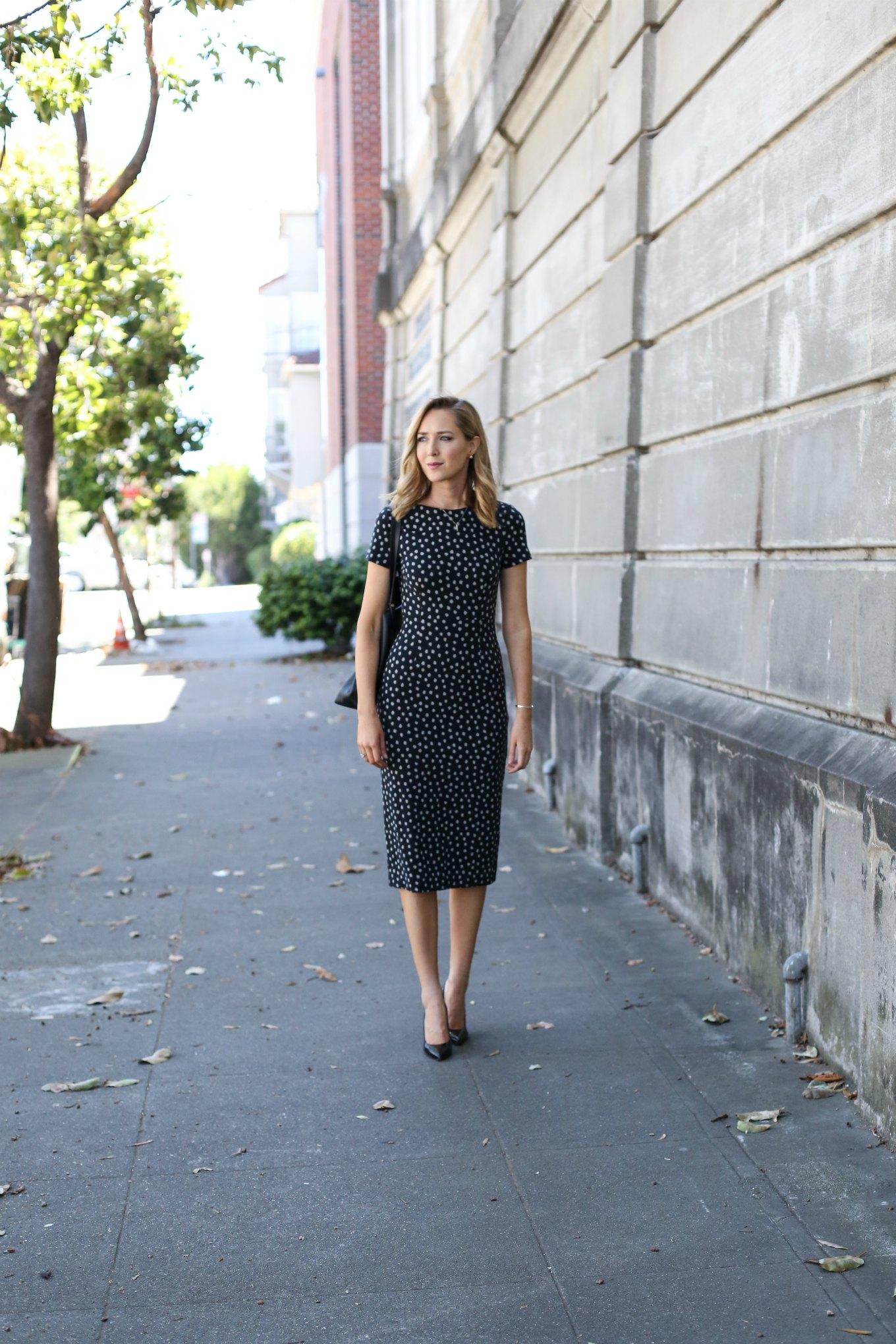 anthropologie-black-short-sleeve-sheath-dress-polka-dot-classic-work-wear-office-business-professional-women-style-fashion-blog-s - Günün tarzı Benekli elbise