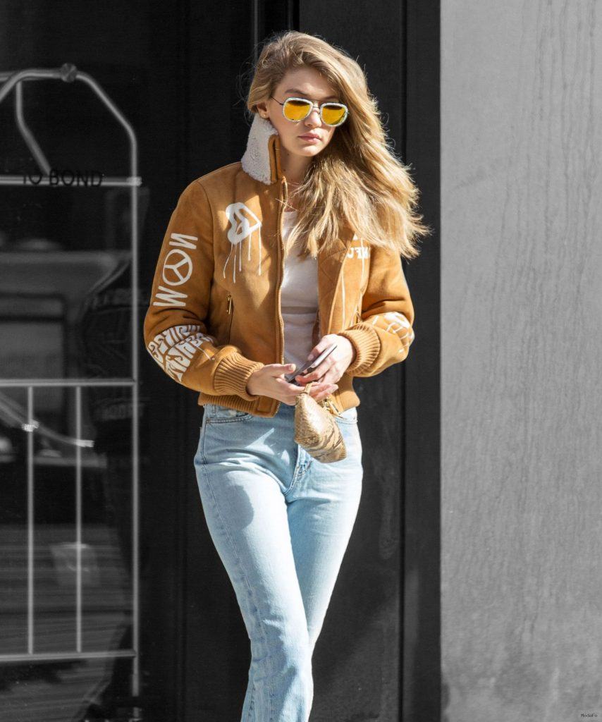 Here's How Gigi Hadid Makes Street Style Look Easy