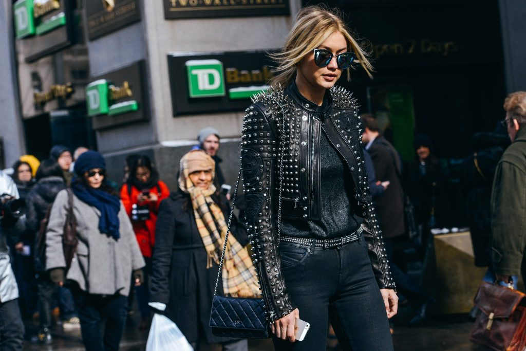 How to Rock Gigi Hadid's Street Style Look – Modeliste …