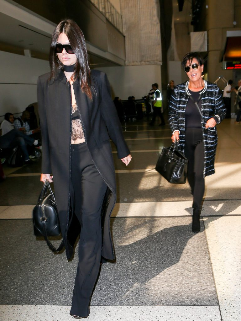 Kendall Jenner Paris Fashion Week: Model Flaunts Abs at Airport ...