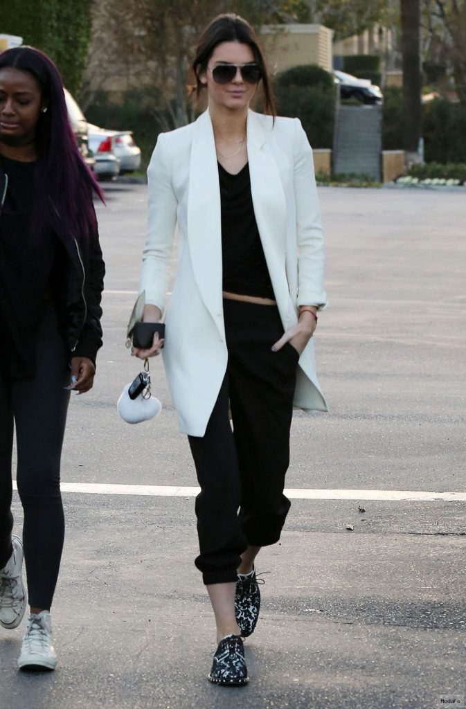 Kendall Jenner Winter Street Style images - ModaFo