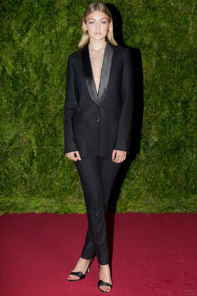 Tony Awards 2015: Gigi Hadid on the Red Carpet – Vogue